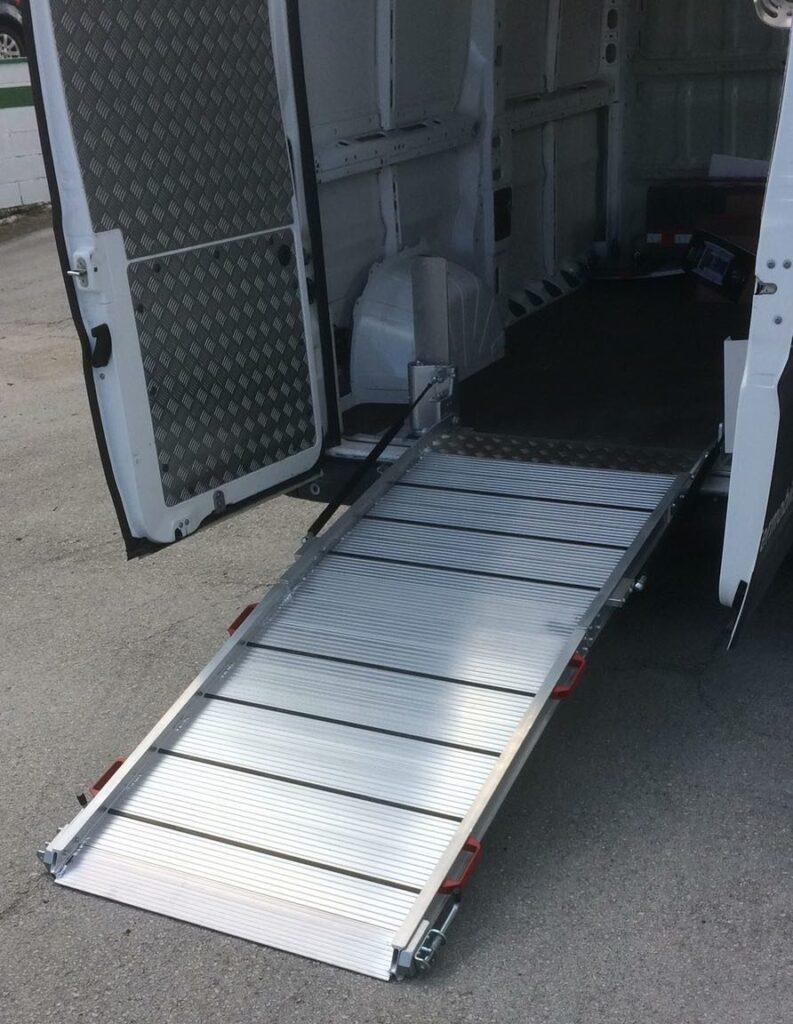 foto de rampa para furgão tecnolam