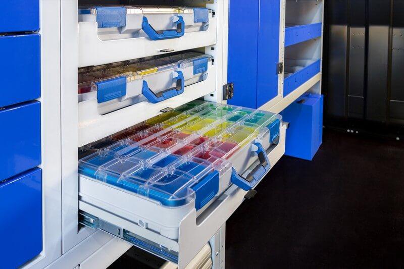 gaveteiro para carrinha tecnolam com caixa de ferramentas de plástico