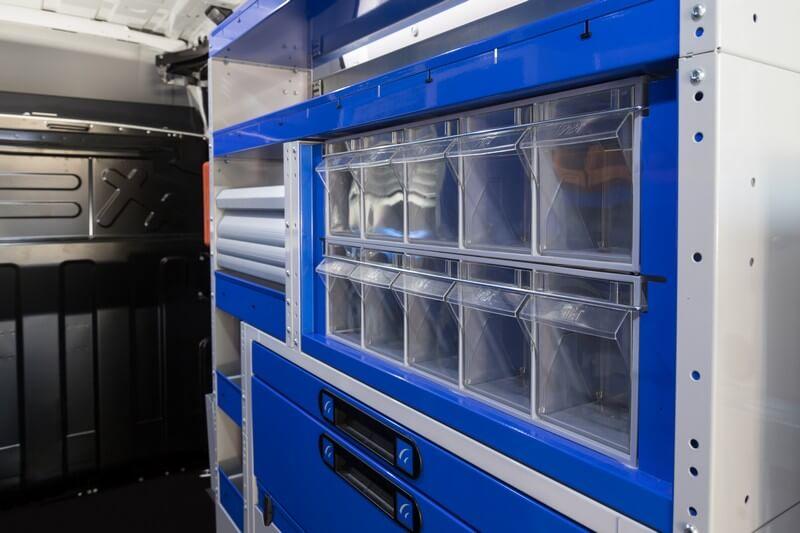 estrutura com gaveteiros transparentes e basculantes